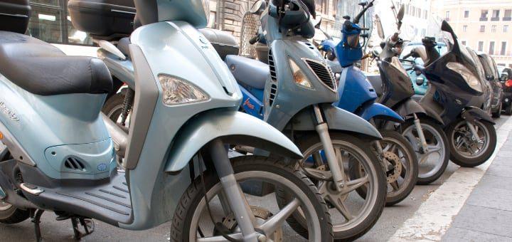 motocicletas aparcadas